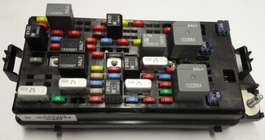 13599107 2008 2011 Buick Lucerne Cadillac DTS Fuse Block