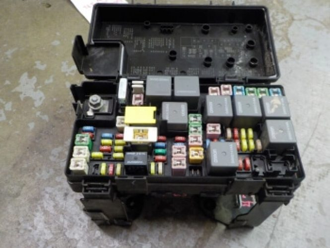 2010 jeep liberty 3 7l v6 tipm power module fuse box block rh exactfitautoparts com 2010 jeep liberty fuse box location 2010 jeep liberty interior fuse box